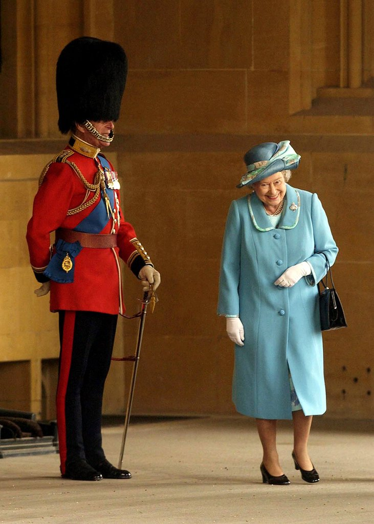 Queen-Elizabeth-II-couldnt-help-laugh-she-passed-her-husband